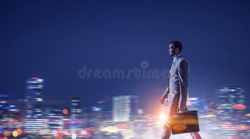 Download Работа пашет ночное Мультимедиа Стоковое Фото - изображение насчитывающей lifestyle, сон: 81808442
