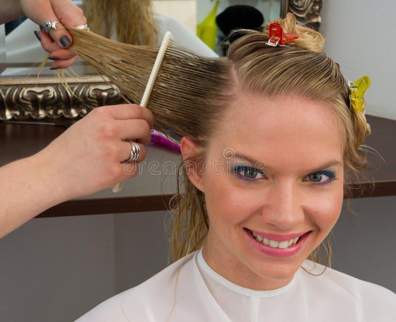работа стилизатора волос стоковое изображение