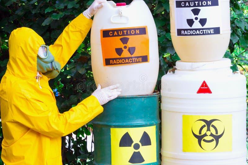 Работа с опасными материалами стоковая фотография rf