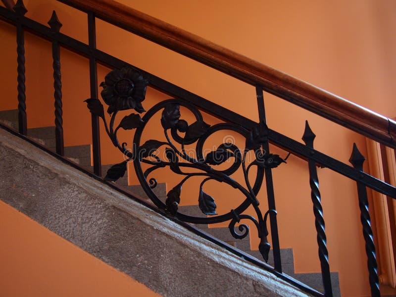 Работа утюга лестницы найденная в старом складе Szczedin Польше стоковые изображения
