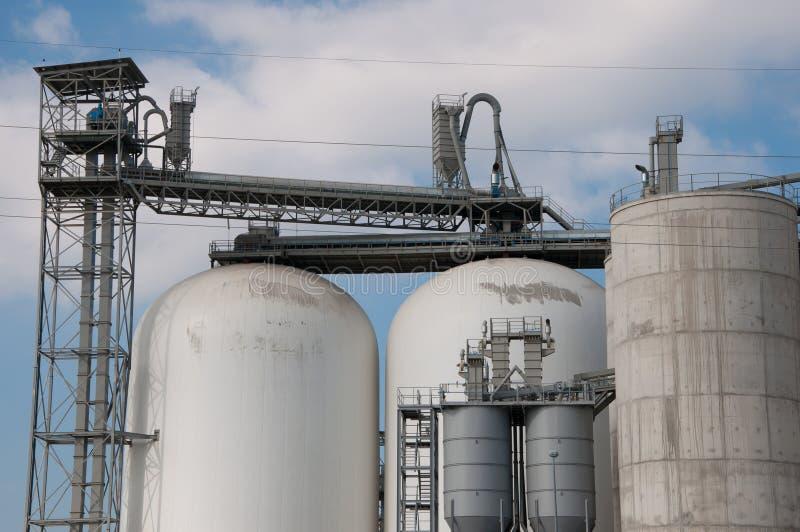 Download работа фабрики здания стоковое фото. изображение насчитывающей фабрика - 18385264