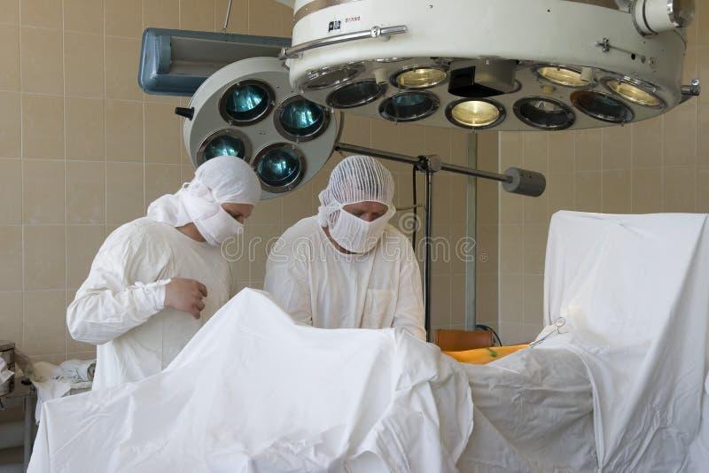 работа хирурга стоковые изображения