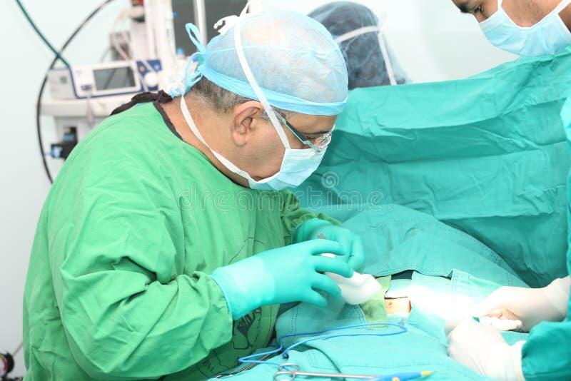 Работа хирургов стоковые изображения rf