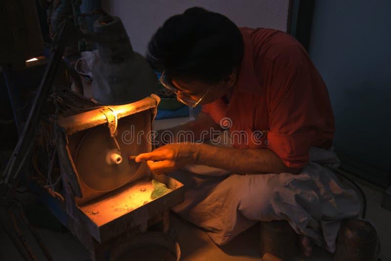 Download работа ювелира Jaipur рубиновая каменная Редакционное Фото - изображение насчитывающей промышленно, очень: 17603916