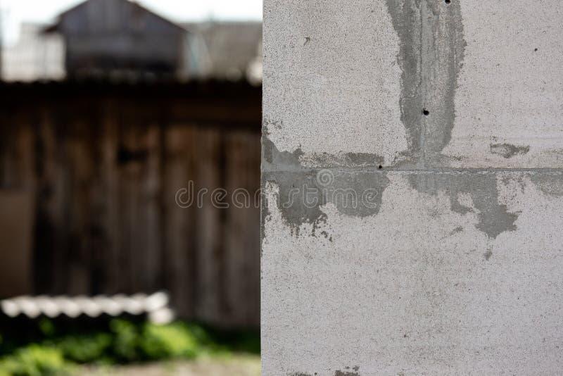 Работа Masonry или bricklaying Бетонные плиты для стены в строительной площадке стоковая фотография