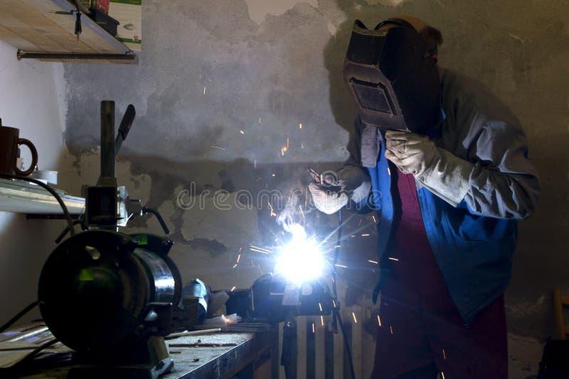 работа welder стоковое изображение