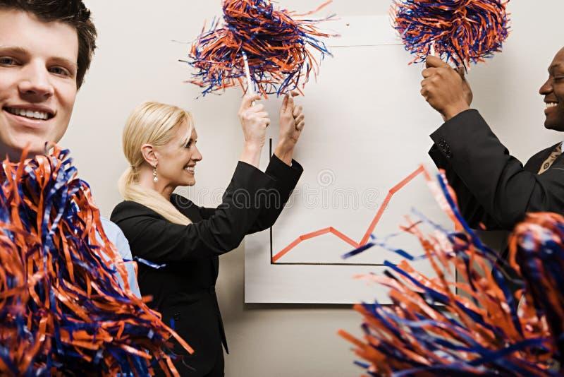 3 работника офиса празднуя стоковое изображение rf