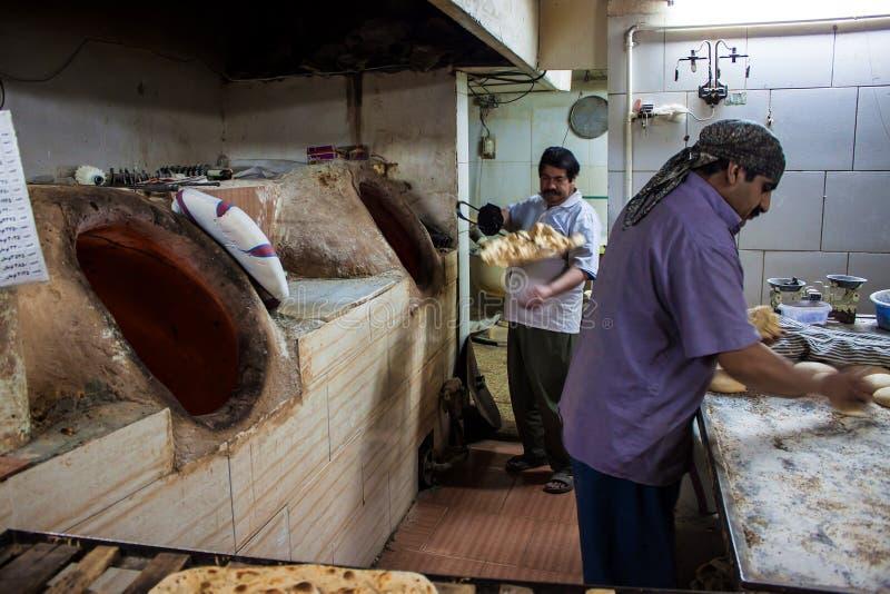 Работники в хлебопекарне стоковое изображение rf