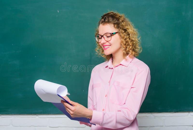 Работники директора школы нанимая Положение работы школьного учителя Личный профиль Оцените мотивационные письма  стоковая фотография rf