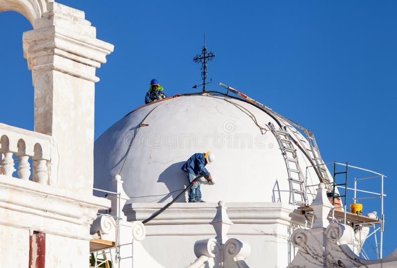 Работники Сан Xavier del Bac Восстановления стоковое фото