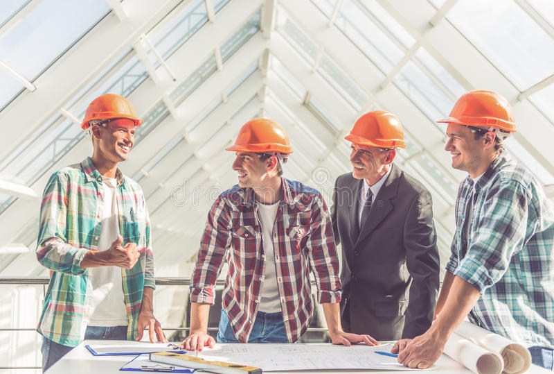 Работники строительной промышленности стоковая фотография rf