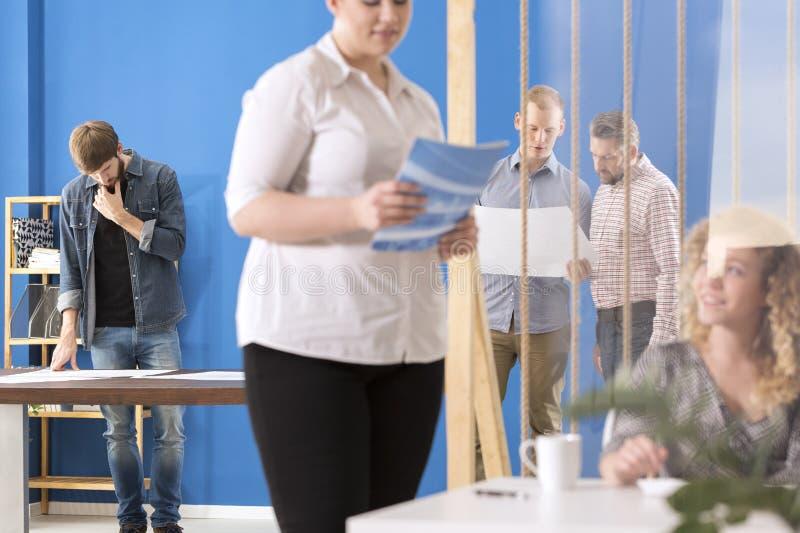 Работник вычисляя вне решение стоковые изображения