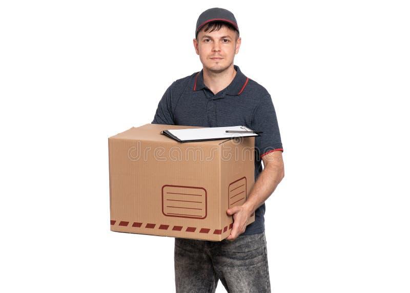 Работник доставляющий покупки на дом в крышке на белизне стоковые изображения rf