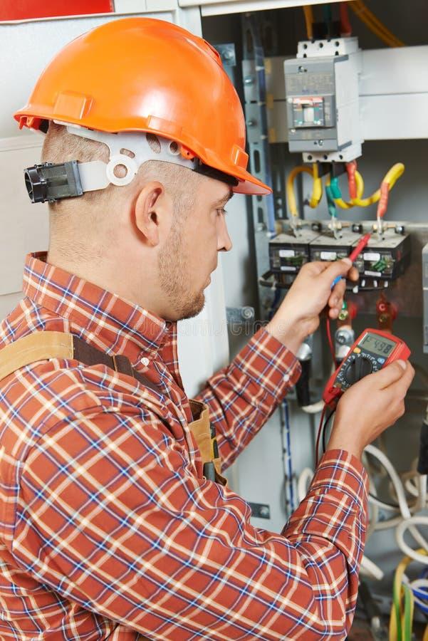 Работник инженера электрика стоковые изображения rf