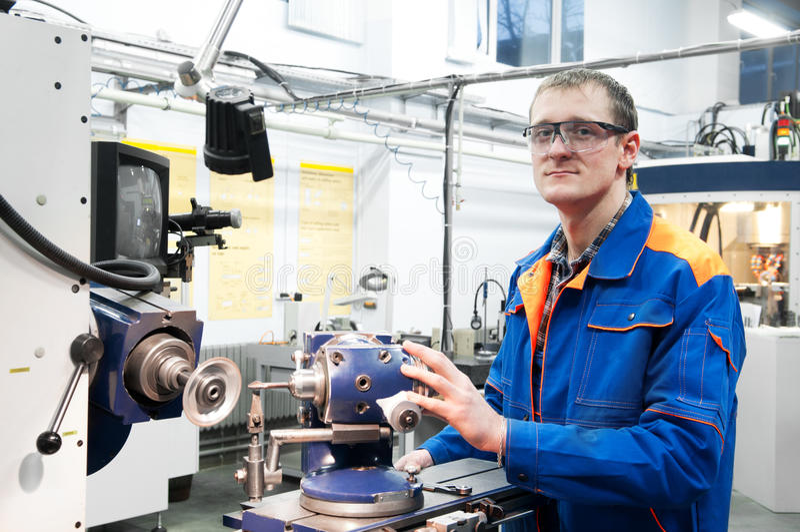 работник инструмента машины работая стоковые фотографии rf