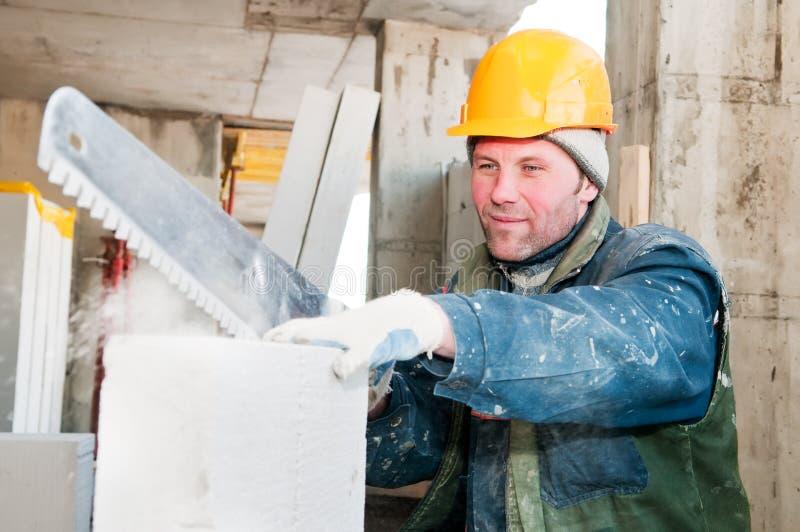 Download работник каменщика конструкции Стоковое Изображение - изображение насчитывающей ступка, кальций: 18394633