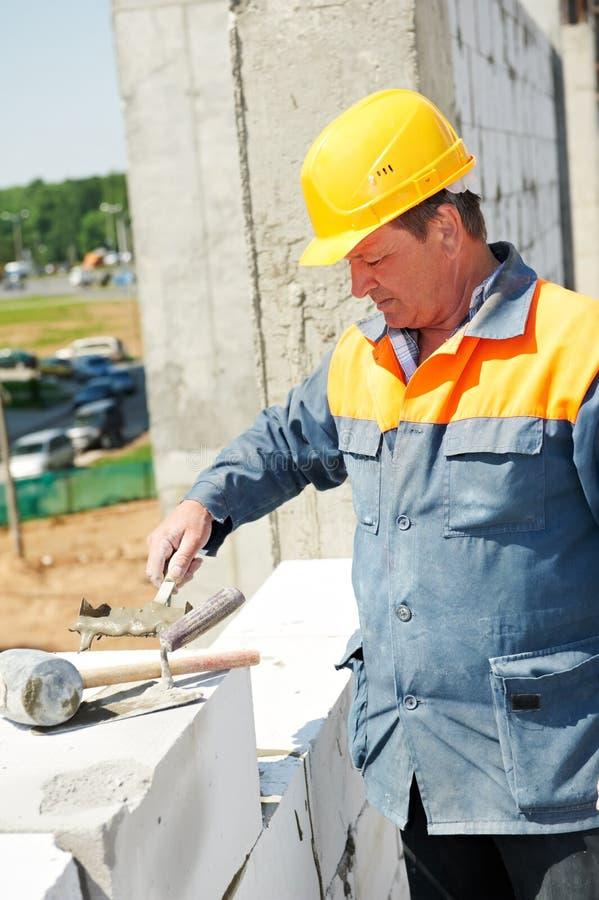 работник каменщика конструкции стоковая фотография rf