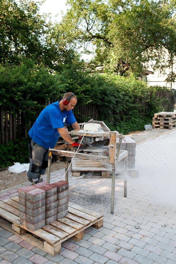 работник круглой пилы стоковое изображение