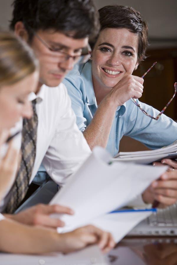 работник офиса встречи дела женский стоковое изображение rf