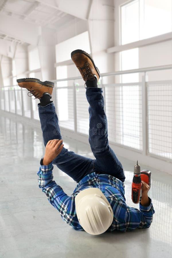 Работник падая на пол стоковое фото rf
