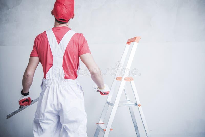 Работник подготавливая для латать стоковое изображение rf