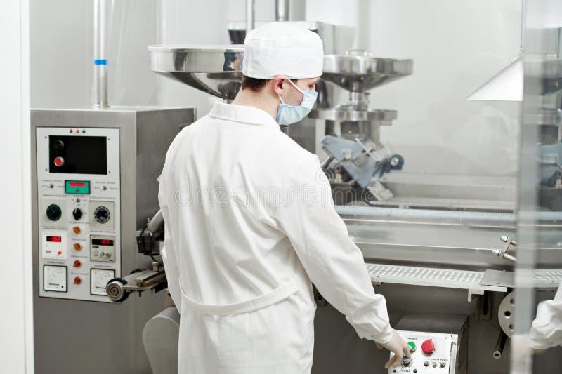 работник фабрики фармацевтический стоковая фотография rf