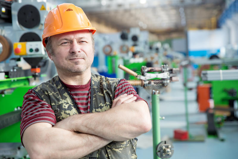 Работник человека ремонта фабрики стоковые изображения