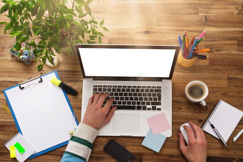 Рабочее место офиса с деревянным столом стоковая фотография rf