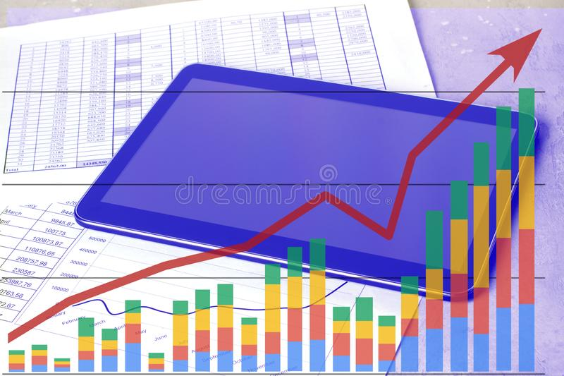 Рабочее место с планшетом и графиками состояния запасов Таблица работы бухгалтера иллюстрация вектора