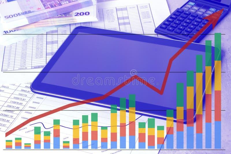 Рабочее место с планшетом и графиками состояния запасов Таблица работы бухгалтера бесплатная иллюстрация
