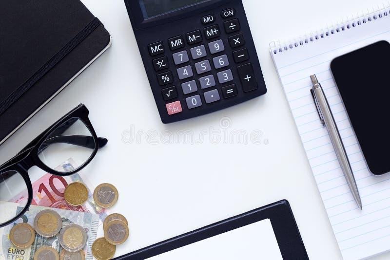 Рабочие места, дневник с калькулятором и деньги стоковые изображения