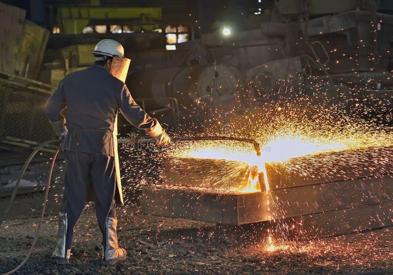 Download Рабочий сталелитейной промышленности Стоковое Изображение - изображение насчитывающей работа, шлак: 37925219