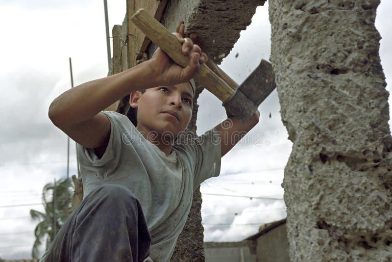 Рабочий-строитель латиноамериканца портрета очень молодой стоковые изображения rf