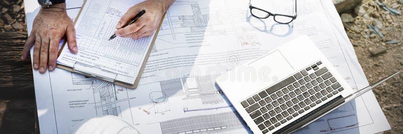 Рабочий-строитель планируя концепцию разработчика Constractor стоковые фотографии rf