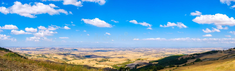 Равнина изображения Puglie delle Tavoliere панорамная в Apulia - Фоджа стоковая фотография