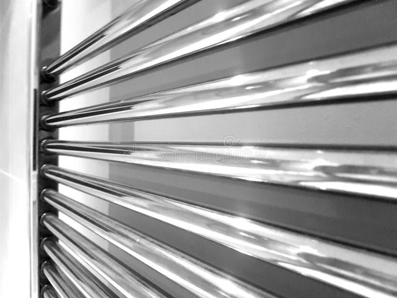 Радиатор bathroom Chrome рельса полотенца стоковое изображение rf