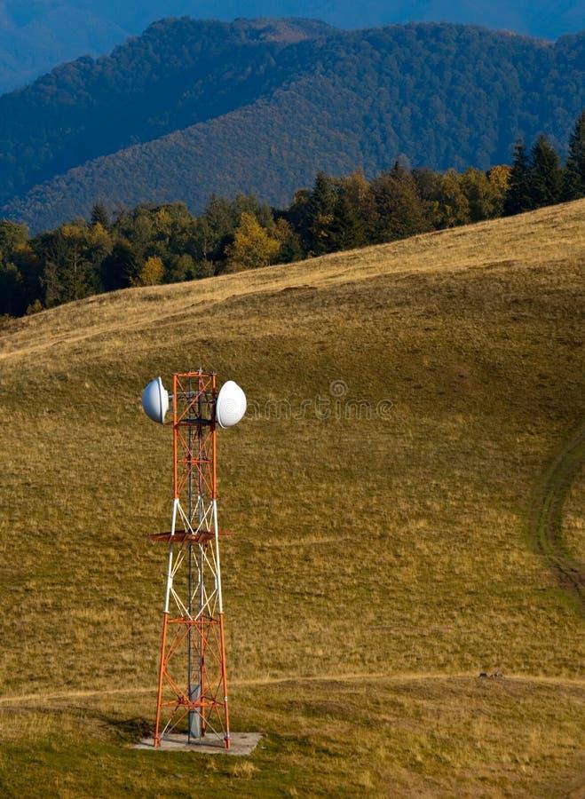 радиосвязь горы лужка gsm антенны стоковые фото