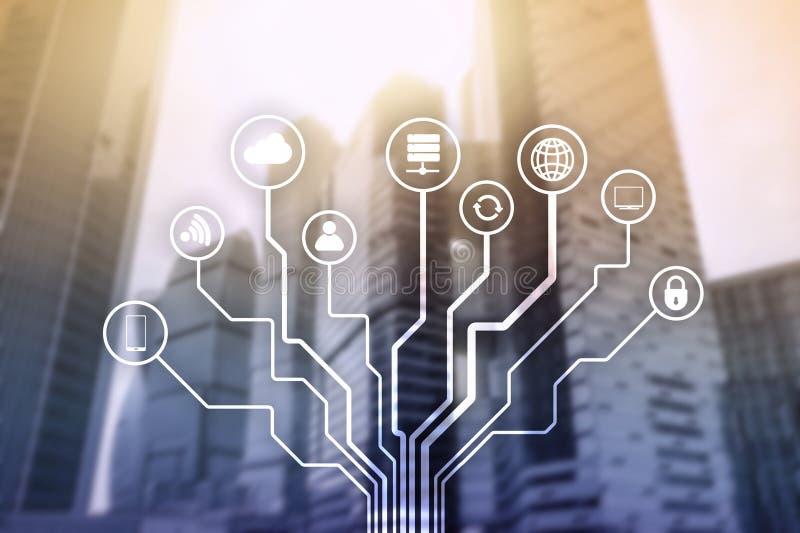 Радиосвязь и концепция IOT на запачканной предпосылке делового центра стоковая фотография