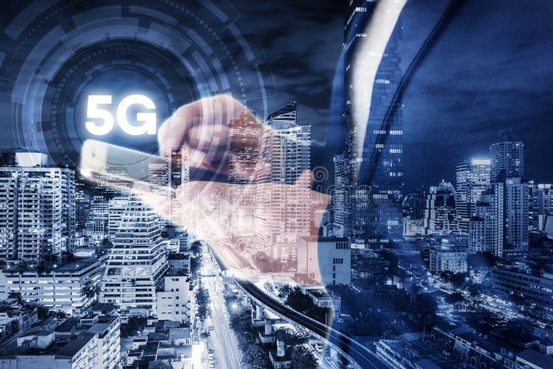 Радиосвязь технологии дела и концепция сетевого подключения связи 5G, двойная экспозиция использования коммерсантки стоковое фото rf