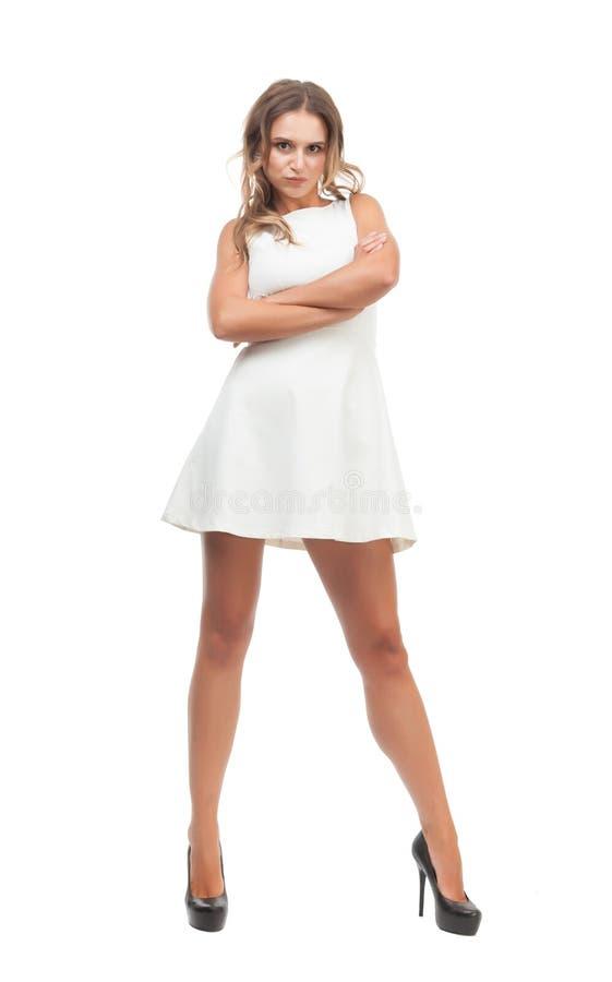 Радостная девушка в белом платье на белой предпосылке стоковое изображение