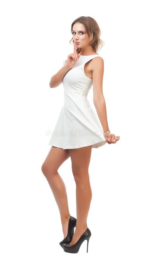 Радостная девушка в белом платье на белой предпосылке стоковая фотография rf