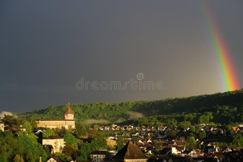 Радуга над древним городом Schaffhausen в Швейцарии стоковое фото