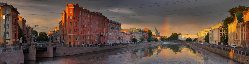 Радуга над обваловкой реки Fontanka в Санкт-Петербурге стоковые изображения