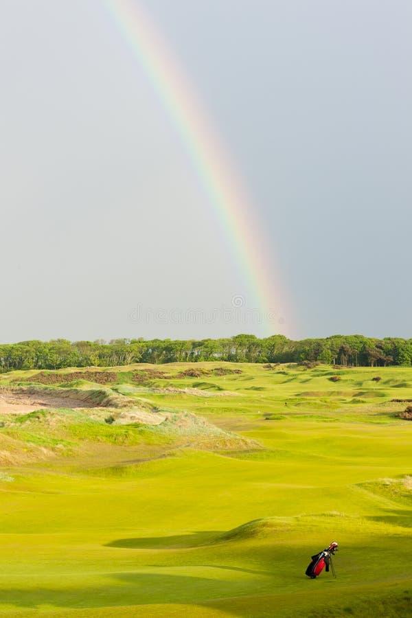 радуга над полем для гольфа, Сент-Эндрюс, файф, Шотландия стоковые изображения rf