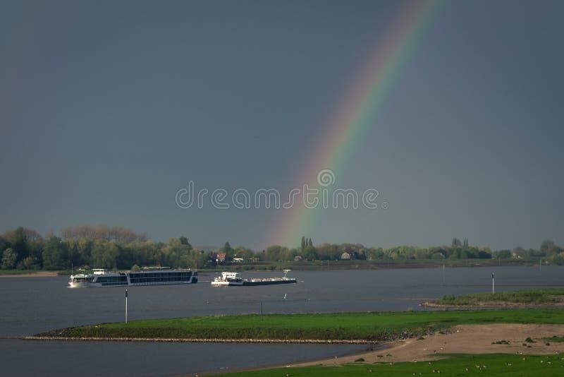 Радуга около реки Рейна в Нидерланд стоковое фото rf