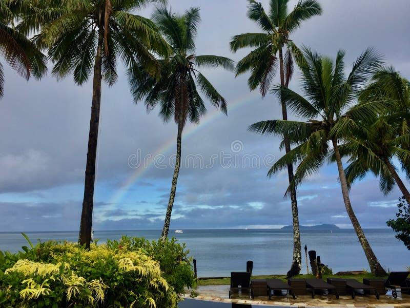 Радуга с острова Фиджи Beqa стоковое изображение