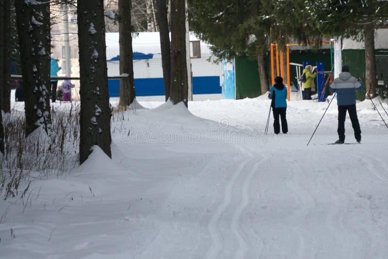 Разбейте лыжный курорт в зоне и учебную базу для национальных команд молодых человеков и женщин стоковое фото rf