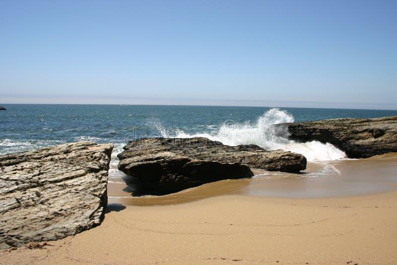 Download разбивая волны стоковое изображение. изображение насчитывающей пена - 59523
