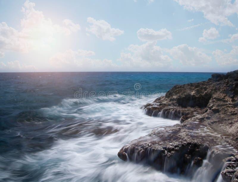 разбивая океан трясет волны стоковые фотографии rf