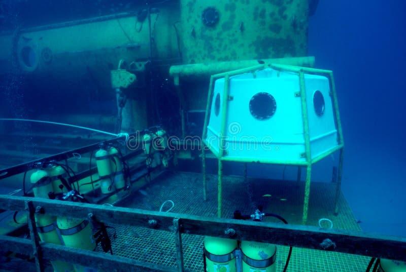 разбивочное исследование океана стоковые изображения rf